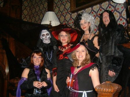 Our murder mystery weekend can be enjoyed on each weekend of the year, or any evening!